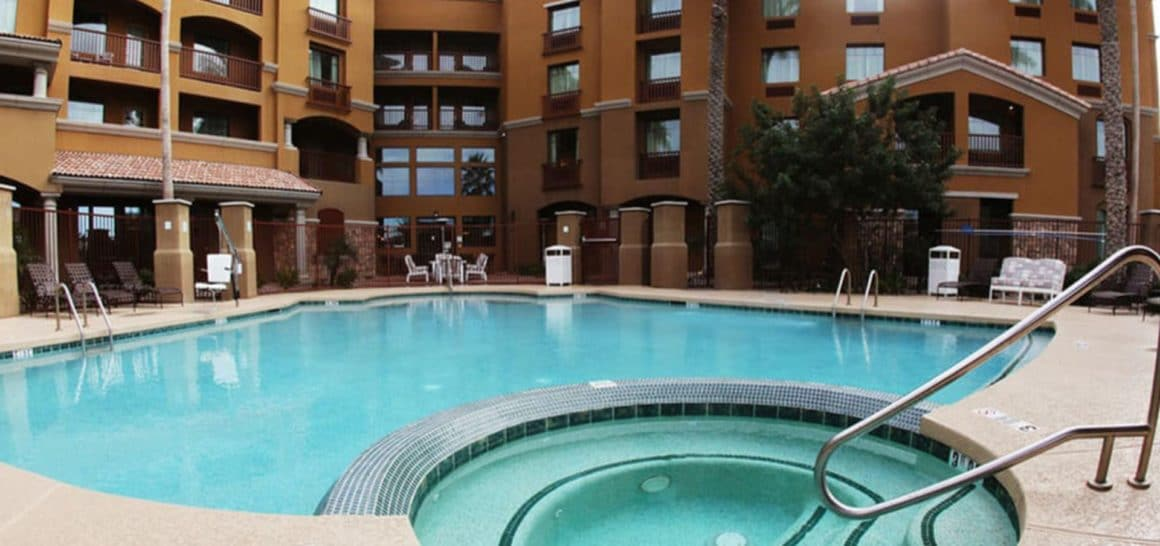 Holiday Inn at Ocotillo pool
