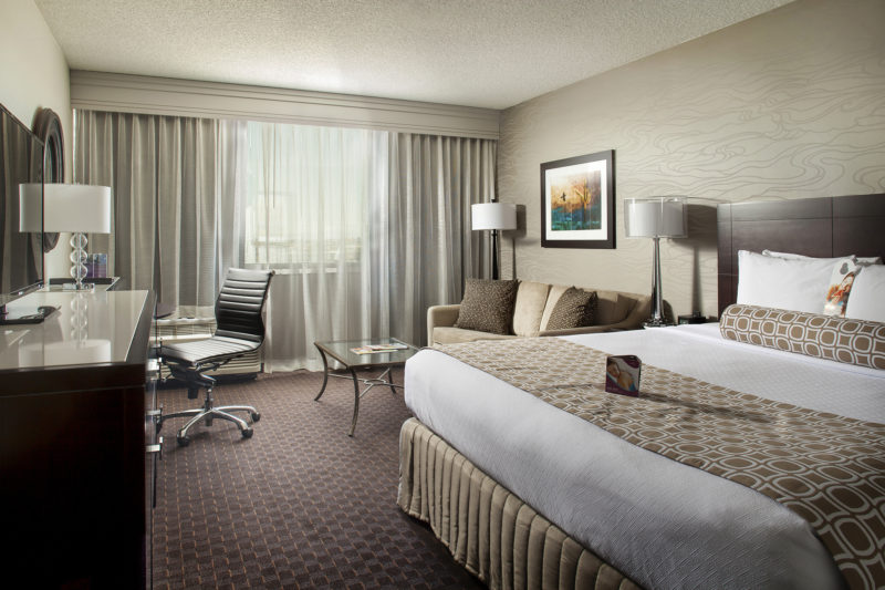 Crowne_Plaza_Final_Guestroom_6_29_2015_1920