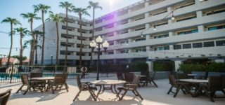 The Sheraton Hotel in South Phoenix - Its a sunny day in the outdoor patio