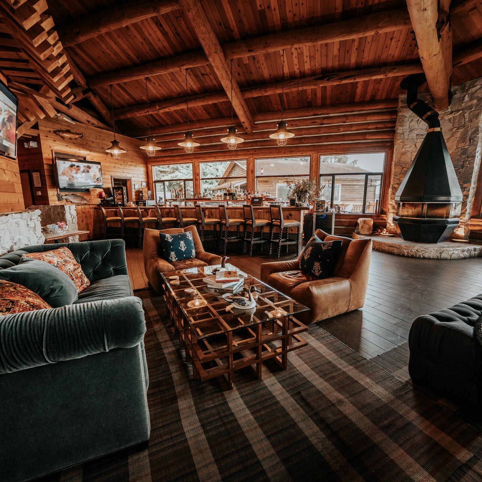 Salmon Falls Resort Alaska Bar